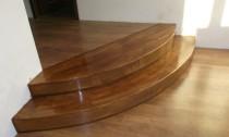 scari lemn masiv pe beton