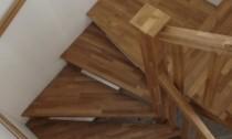 scari din lemn balansate