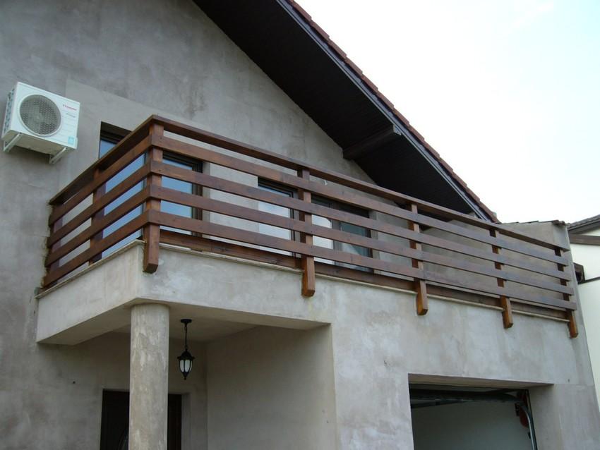 Balustrada exterioara din lemn brad focsani scari for Modele de balcon din lemn