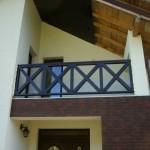 Balustrada din lemn exterioara in X