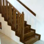 Balustrada din lemn de stejar finisaj nuc