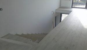 Scara lemn stejar alba Titu
